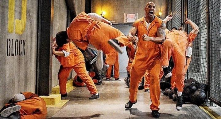 «Форсаж 8» и драка Скалы в тюрьме