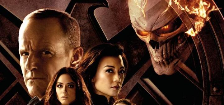 Постеры и кадры супергеройских сериалов