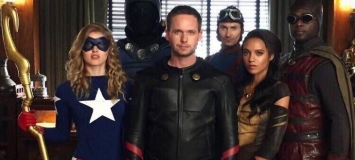 Супергеройские постеры и кадры: «Легенды завтрашнего дня», «Флэш», «Лига справедливости», «Защитники»